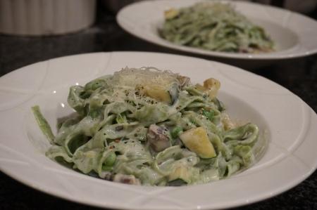Spinach Fettuchini in cream sauce with mushrooms ans zucchini