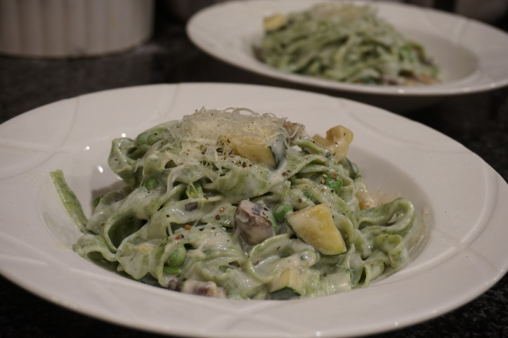 Spinach Fettuchini in cream sauce with mushrooms ans zucchini